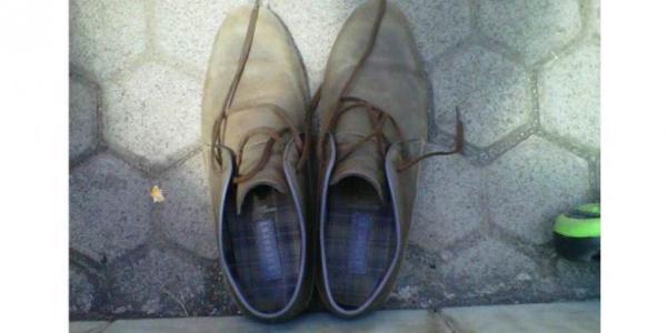 sepasang sepatu jokowi